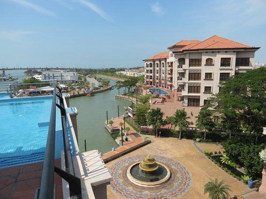 Casa del Rio Melaka : Pool and river view