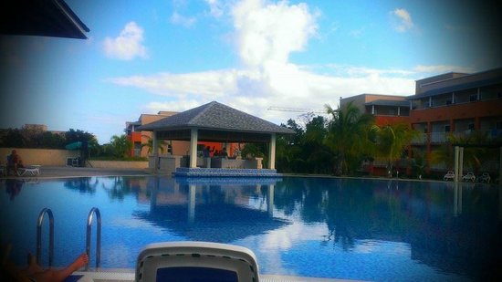 Pestana Cayo Coco All Inclusive: Part of a pool/pool bar