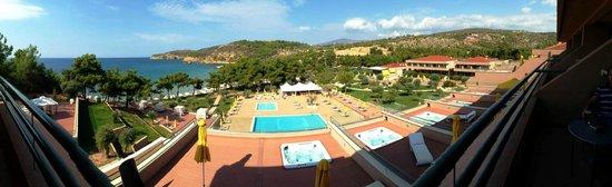 Royal Paradise Beach Resort & Spa: Территория и бассейн