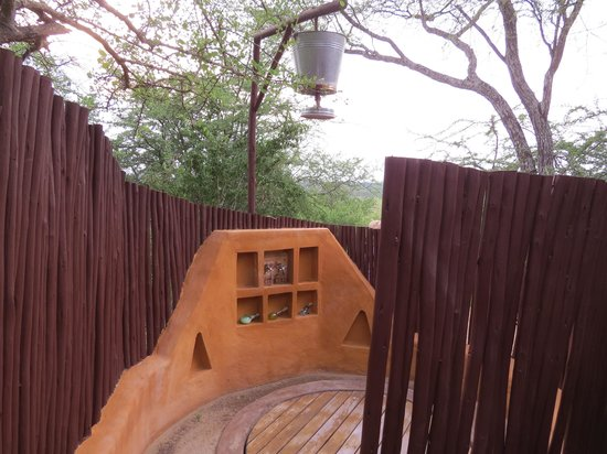 Oliver's Camp, Asilia Africa: The outdoor shower