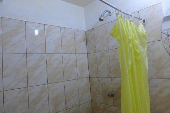 Hostel Mosoq Inti Inn: Shower curtain