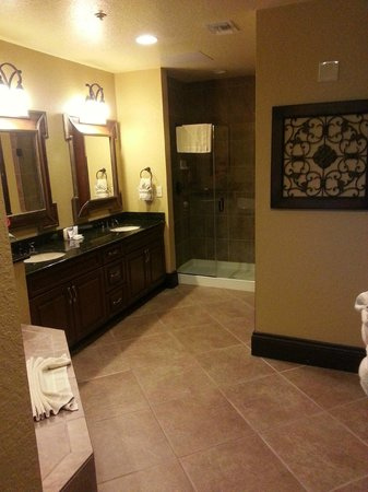 Wyndham Bonnet Creek Resort: master bathroom