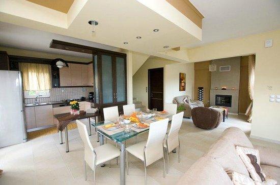 Thea Thalassa : Dining room - Kitchen