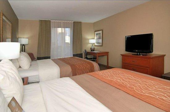 Comfort Inn Six Flags St. Louis : Room 2 Queens