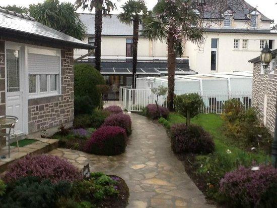 Hôtel Les 13 Assiettes : Hotel vue des cottages