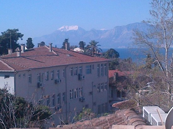 Tuvana Hotel : Mountains and Ocean