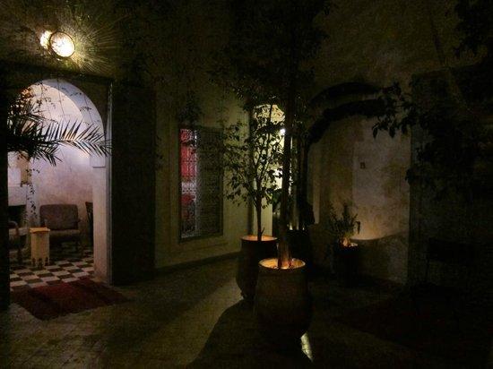 Riad Tizwa: at night
