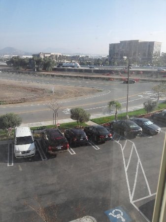 Holiday Inn Express Hotel & Suites Corona: closeness to interstate, noisey