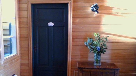 Hotel Ayacara : Puerta de la habitación Flores Amarillas