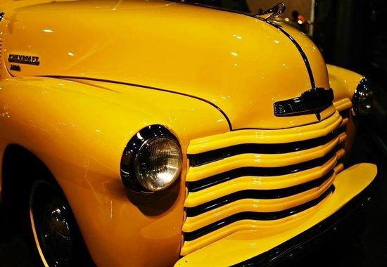 Emirates National Auto Museum : Happy yellow