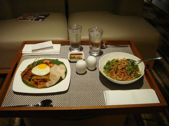 Crowne Plaza Changi Airport: Room Service