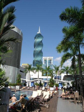 Hotel Riu Plaza Panama: Area piscina