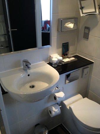 Thistle Trafalgar Square, The Royal Trafalgar: Bathroom 2