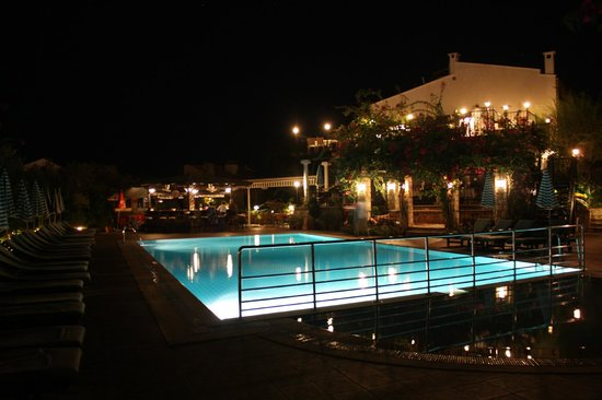 Meldi Hotel: pool area