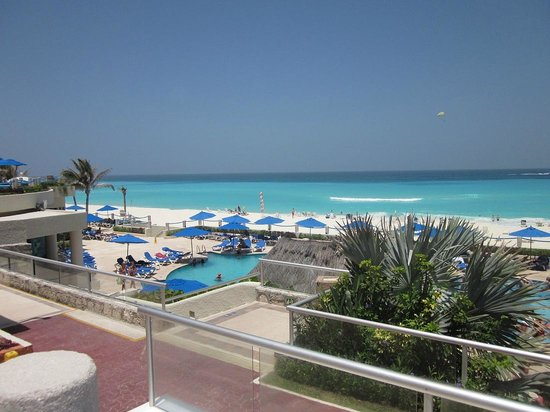 Occidental Tucancun : Main pool area, view from level above