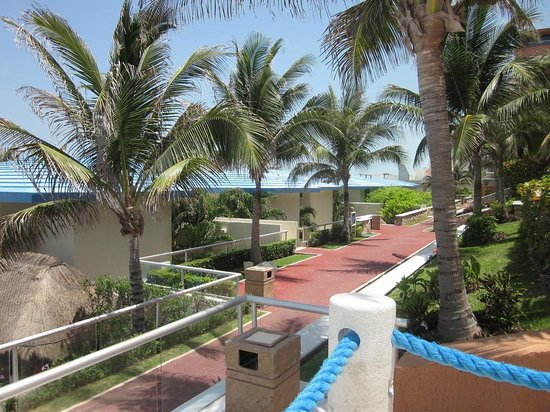 Occidental Tucancun : Pathway leading to private suites?