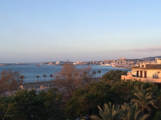 Boutique Hotel Calatrava: View from suite 12 to the West (Palma harbor)