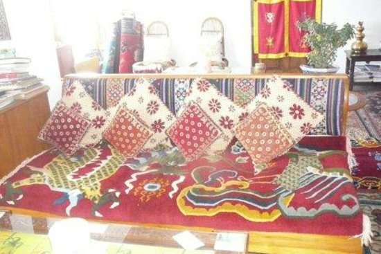 Snow Lion HomeStay: Sitting area on third floor with handwoven Tibetan rugs
