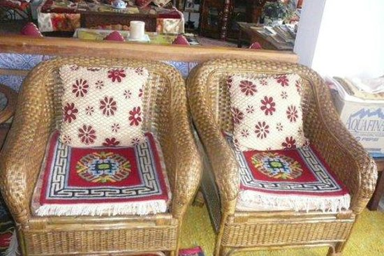 Snow Lion HomeStay : Comfy wicker chairs with handwoven pillows & cushions