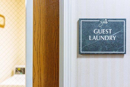 GuestHouse Inn & Suites Kelso/Longview: Guest laundry