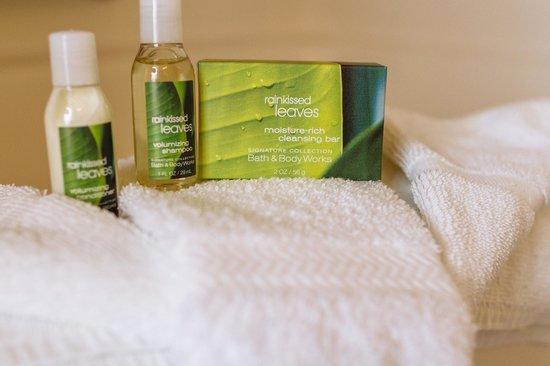 GuestHouse Inn & Suites Kelso/Longview: Refreshing bath amenities