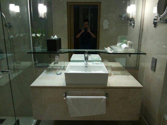 Holiday Inn Express Bangkok Siam: Bathroom