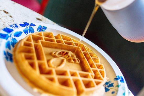 GuestHouse Inn & Suites Kelso/Longview: Complimentary breakfast