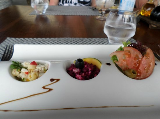 Le Domaine de L'Orangeraie Resort and Spa: Presentation of food at restaurant by pool