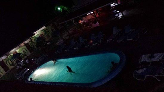 El Faro Beach Hostel: Cool outside area