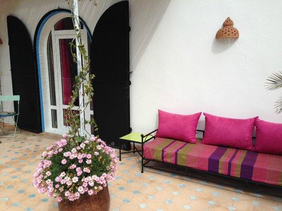 Villa Daba : Balkon vor dem Zimmer