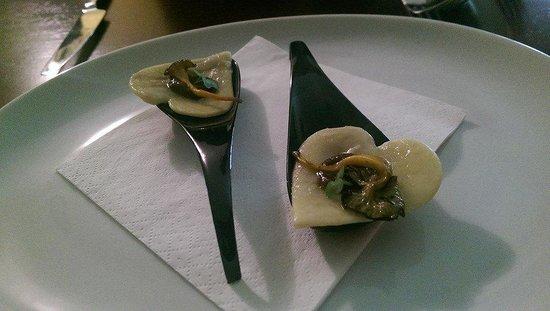 Wild Damson Cafe: Cupid's wild mushroom ravioli with mushroon jus.