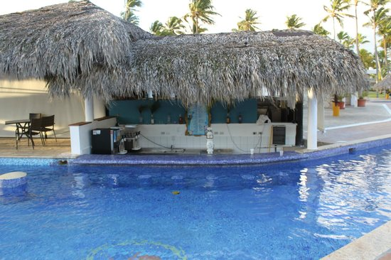 Sirenis Punta Cana Resort Casino & Aquagames: Tropical Pool Bar