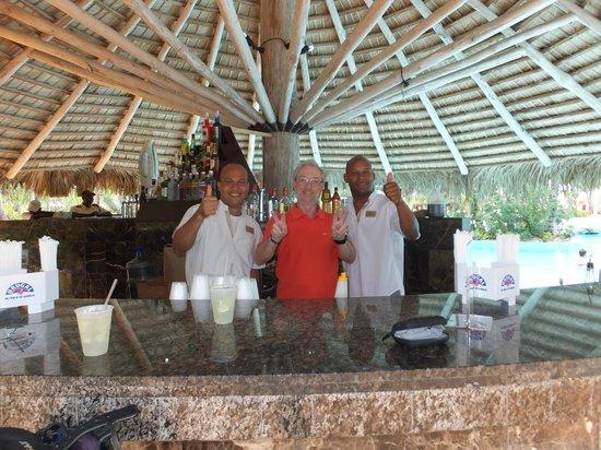 Melia Caribe Tropical: Die Jungs von der Pool Bar