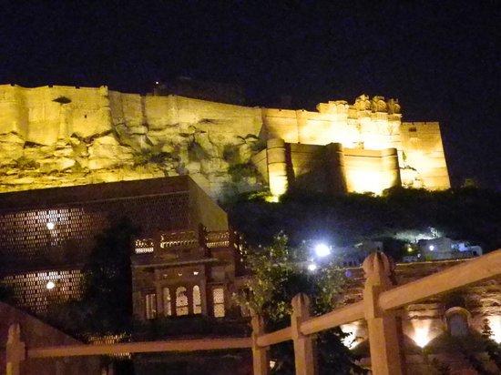 Darikhana at RAAS Jodhpur : 1st Floor Restaurant mit Meharanghar Fort