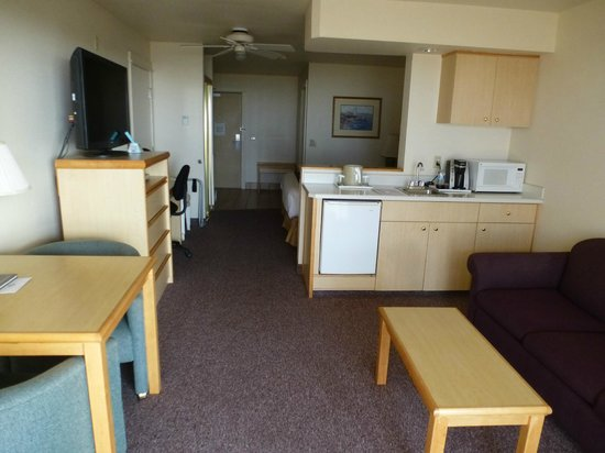 BEST WESTERN Lighthouse Suites Inn: Kitchenette area