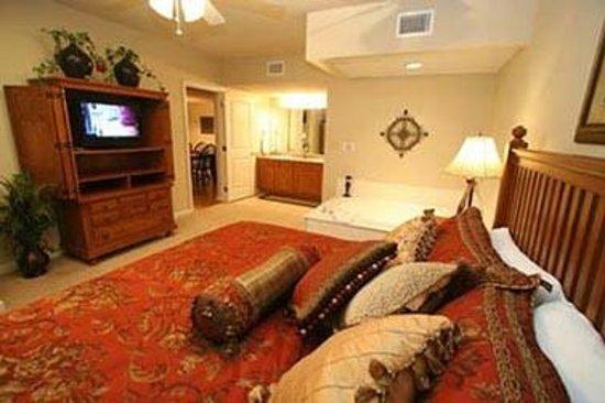 Cedar Lodge Condominiums: Master KingBedroom w/flatscreen TV and jacuzzi