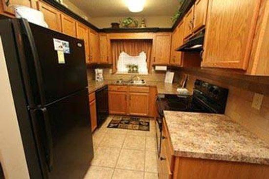 Cedar Lodge Condominiums: Kitchen