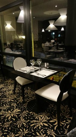 Restaurant Casino du Val André : une table vue mer
