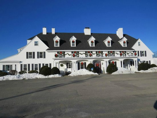 The Lucerne Inn : View from the parking lot.