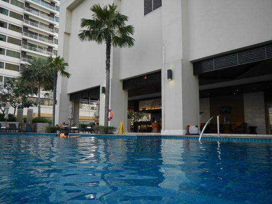 Sukhumvit Park, Bangkok - Marriott Executive Apartments: Poolen
