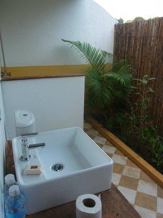 Champa Lodge : Badezimmer mit Garten