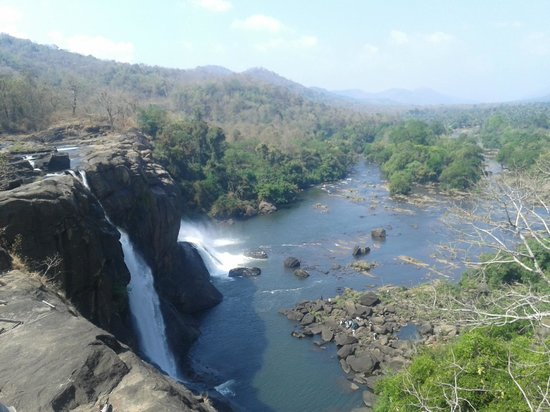 Thrissur, Índia: Athirappilly  water falls ......... Brahadeesh.K