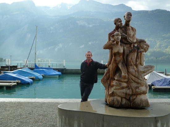 Brienzersee: Myself next to a wooden sculpture in Brienz