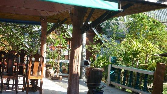 Shangri-La Bungalows: Restaurant