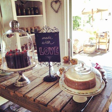 The Tin House Cafe: Delicious Cakes