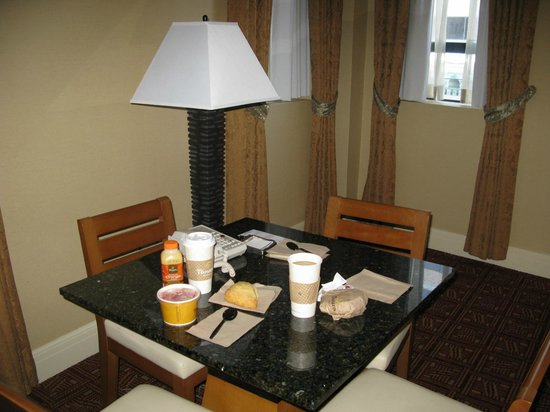 Hilton Boston Downtown / Faneuil Hall: Panera Breakfast