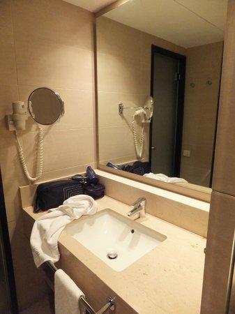 Condado Hotel Barcelona: Salle de bains