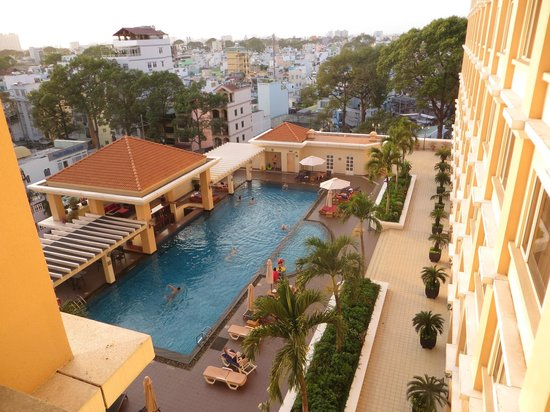 Hotel Equatorial Ho Chi Minh City: View of the swimming pool area