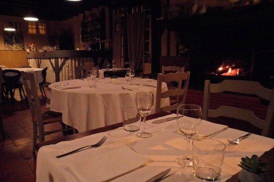 Escalandes: la salle du restaurant