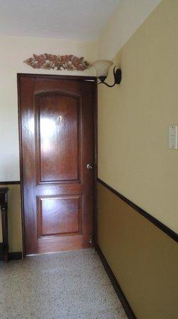 Hostal Villa Toscana: ingresso alla camera